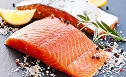 Pavé de saumon du menu déjeuner unique, Bistrot La Montagne restaurant pour groupe à Paris