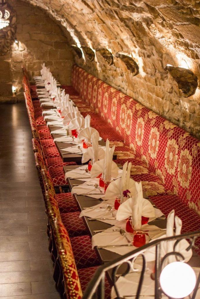Grande table pour repas réunion association, restaurant groupe Paris 5